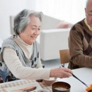 老人便秘怎么办 治疗从饮食开始
