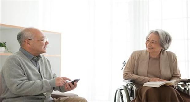 """迈入老龄化社会的日本为何没有""""老年团"""""""