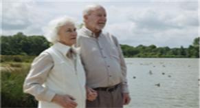 没有固定单位怎样买养老保险?在本地或外地如何操作?注意什么?